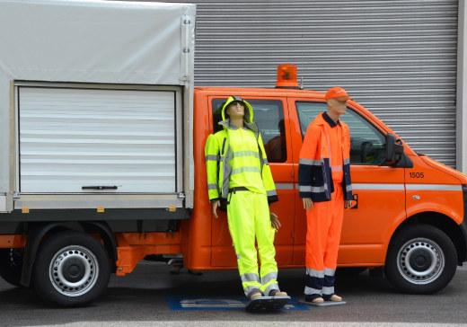 Landesbedienstete im Straßendienst erhalten neue funktionelle Dienstkleidung für..