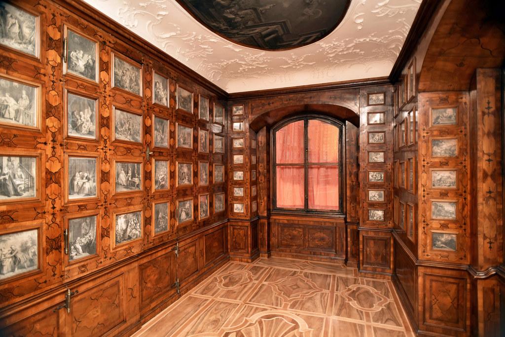 Die Besucher haben Gelegenheit, auch das Kupferstichkabinett im Chiemseehof zu b..