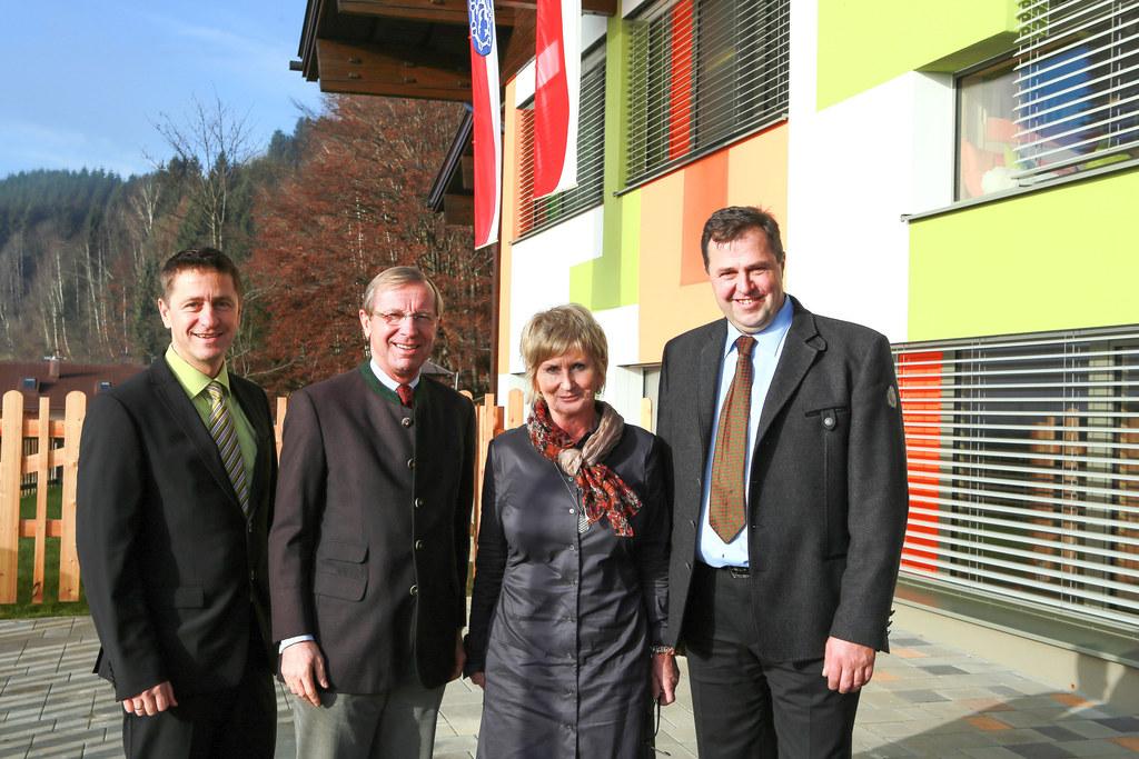 Vzbgm. Hermann Unterberger , LH Dr. Wilfried Haslauer , Sylvia Salzmann (Kinderg..