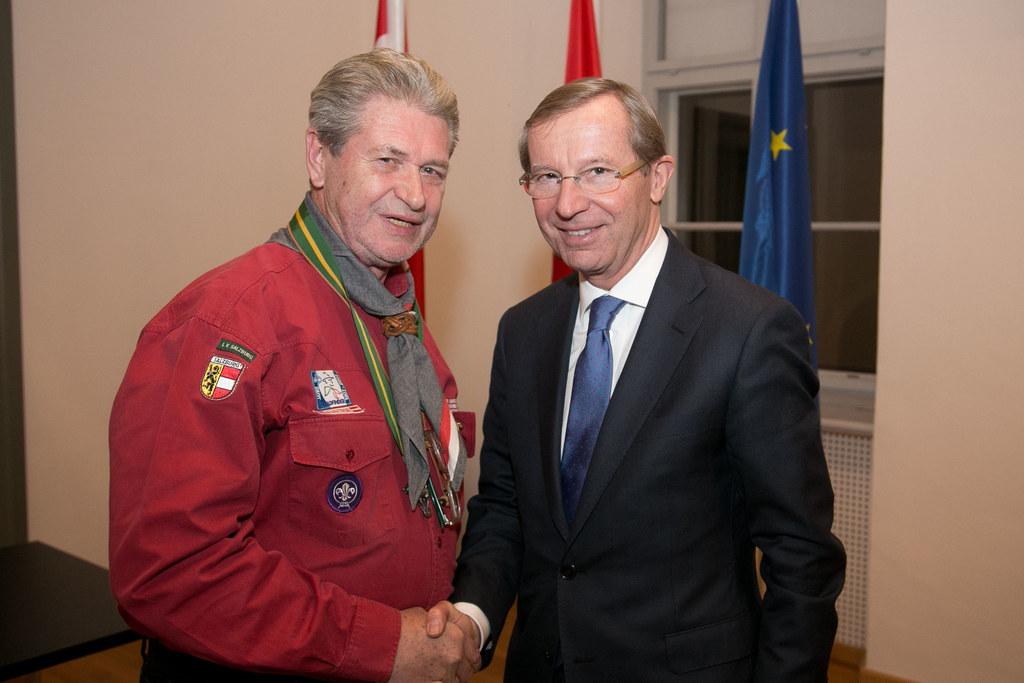 Pfadfinderpraesident Hans-Georg Keplinger mit Landeshauptmann Dr. Wilfried Hasla..