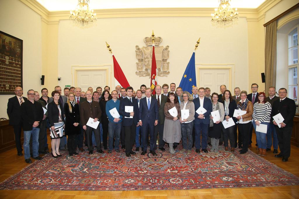 Angelobung der Mitglieder des Landeseinsatzstabes im Plenarsaal der Landesregier..