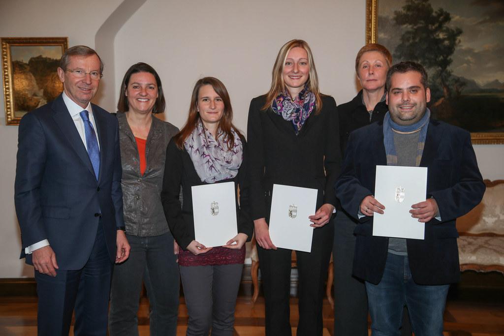 Im Bidl v.l.: Landeshauptmann Dr. Wilfried Haslauer, Mag. Andrea Huber, Magdalen..