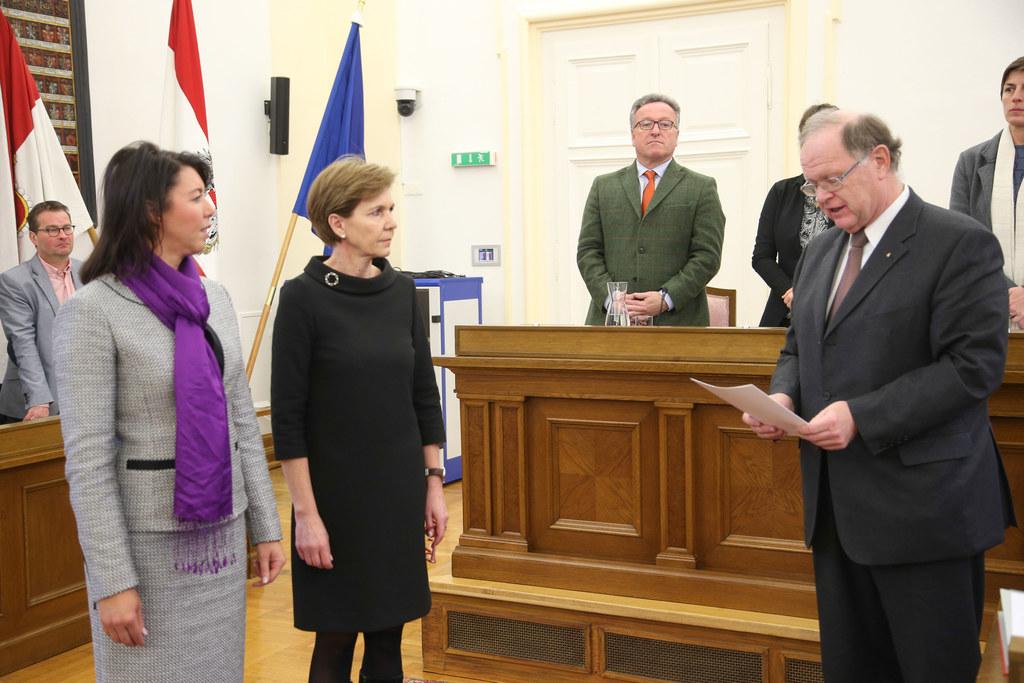 Michaela Bartel, Landtagspräsidentin Dr. Brigitta Pallauf und Landesamtdirektor ..
