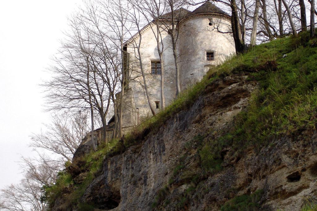 Oben Salzburg, unten Bayern. Mehr als ein halbes Jahrtausend verlief die Landesg..