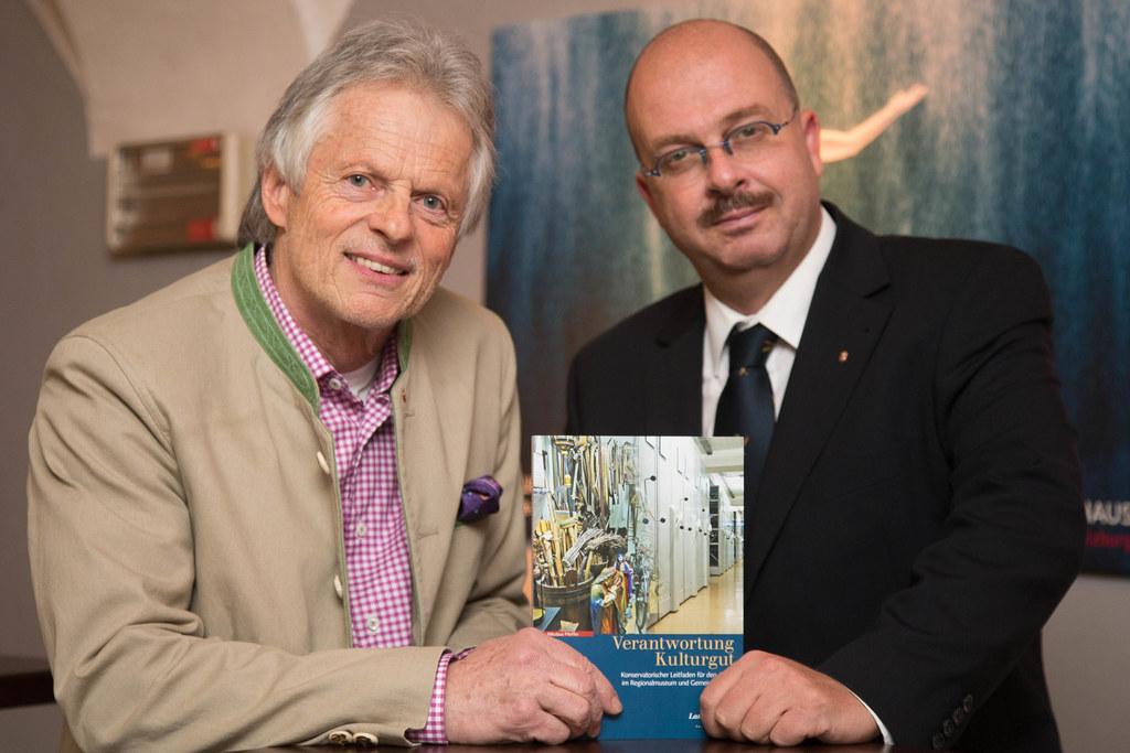 Nikolaus Pfeiffer und Dr. Oskar Dohle Direktor des Salzburger Landesarchivs
