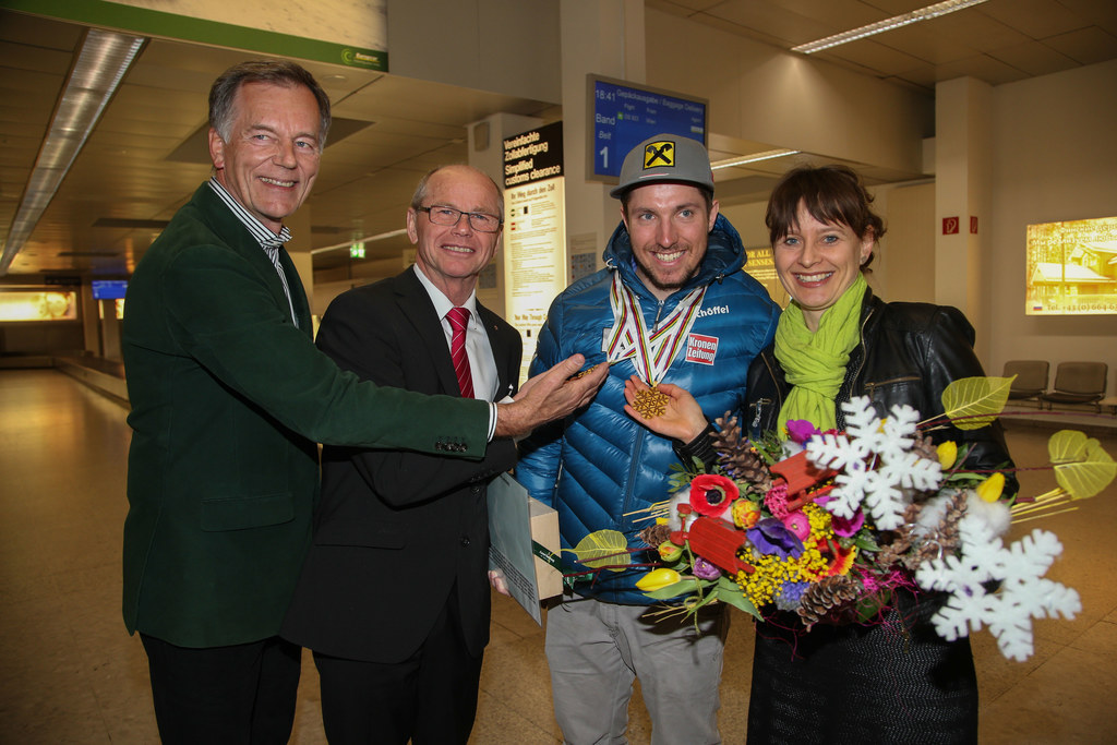 Flughafendirektor Ing. Roland Hermann, Landeshauptmann-Stellvertreter Dr. Christ..