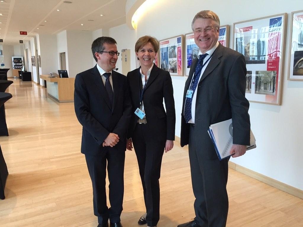 EU-Kommissar Carlos Moedas, Landtagspräsidentin Dr. Brigitta Pallauf und Präside..