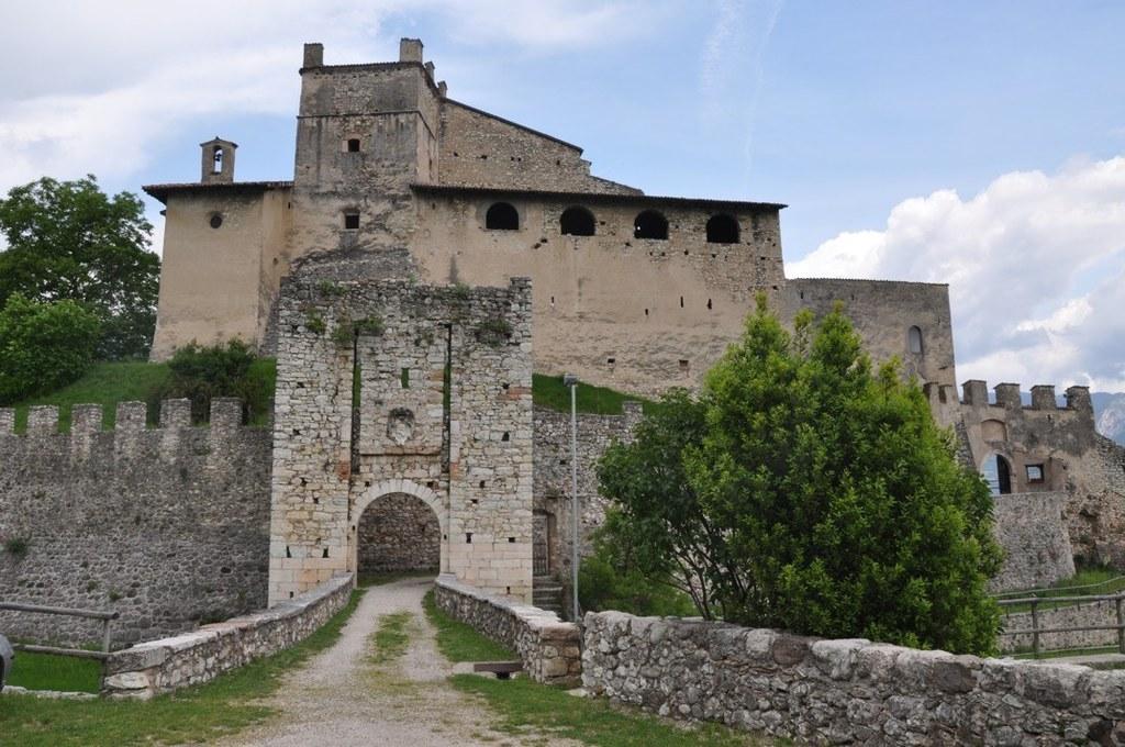 Schloss Castelnuovo gehörte jahrhundertelang dem Trientiner Adelsgeschlecht der ..
