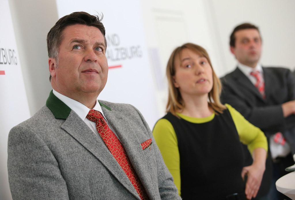 Landesrat Hans Mayr und Studienautorin Petra Strauß.