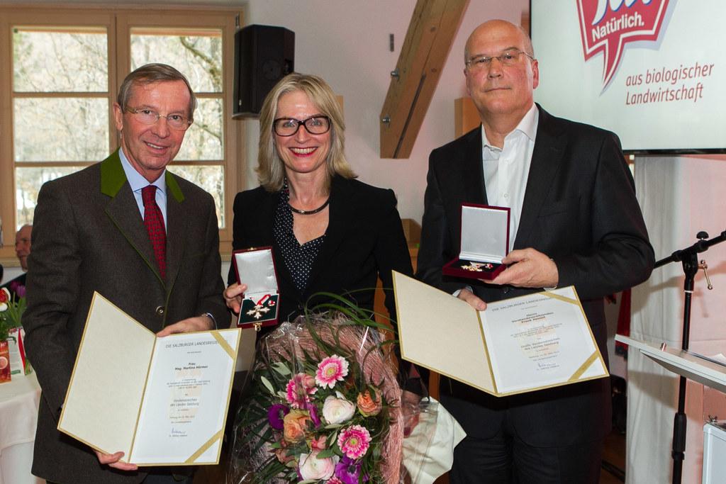LH Dr. Wilfried Haslauer, Mag. Martina Hörmer (GS Ja Natürlich) und Frank Hensel..