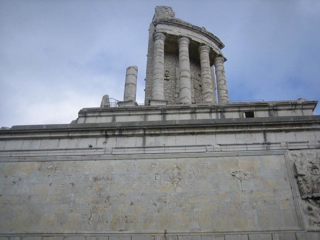 Auf dem Siegesdenkmal oberhalb von Monaco meißelten die Römer ihre Kriegserfolge..