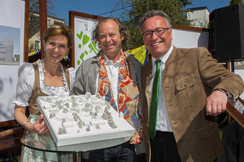 Landtagspräsidentin Dr. Brigitta Pallauf, Architekt Max Rieder und Landesrat Dr...