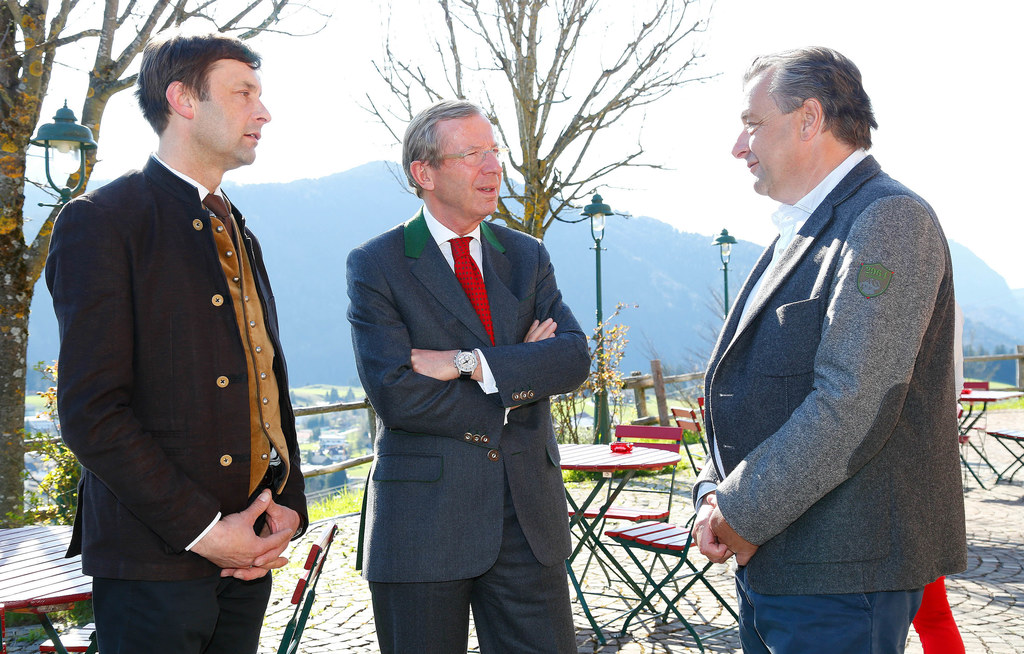 Bgm Abtenau LAbg. Ing. Johann Schnitzhofer, LH Dr. Wilfried Haslauer und Bgm. Sc..