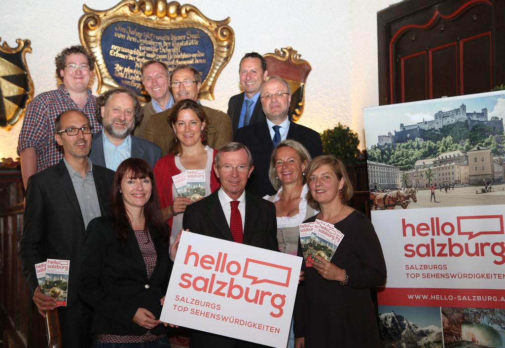 Landeshauptmann Dr. Wilfried Haslauer mit den Vertretern der zu der Gemeinschaft..
