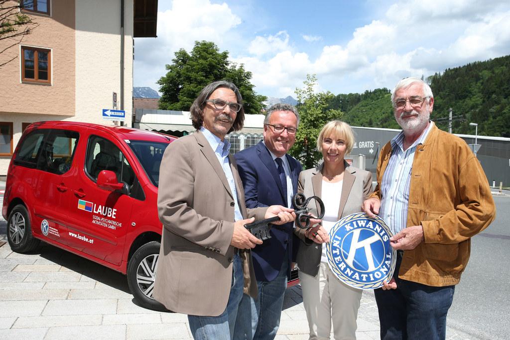 Im Bild v. li: Alois Autischer, LR Dr. Heinrich Schellhorn, Brigitte Buchacher u..