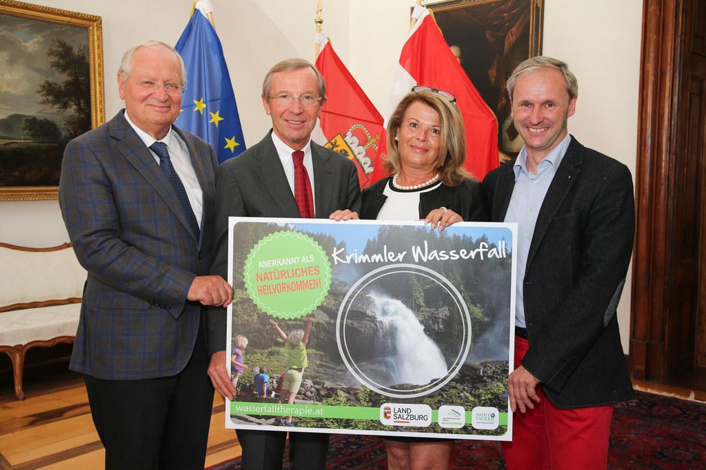 Rektor Prim. Herbert Resch PMU, Landeshauptmann Dr. Wilfried Haslauer, Petra Lem..