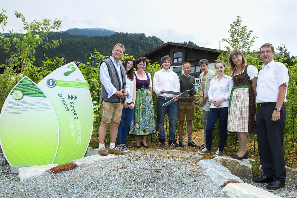 Eröffnung des begehbaren ökologischen Fußabdruckes mit LH-Stv. Astrid Rössler un..