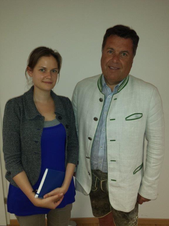 Katharina Obenholzner (Vorsitzende ÖH Salzburg) und Landesrat Hans Mayr