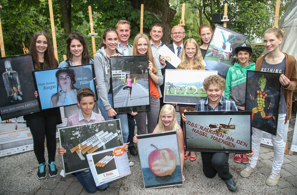Die Preisträger mit LH-Stv. Mag. Dr. Christian Stöckl, Landeschulratspräsident M..