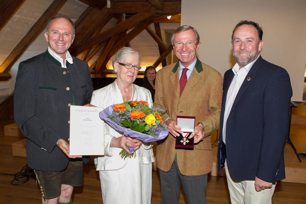 Landesrat a.D. Sepp Eisl, Maria Schram, LH Dr. Wilfried Haslauer und Bgm. Otto K..