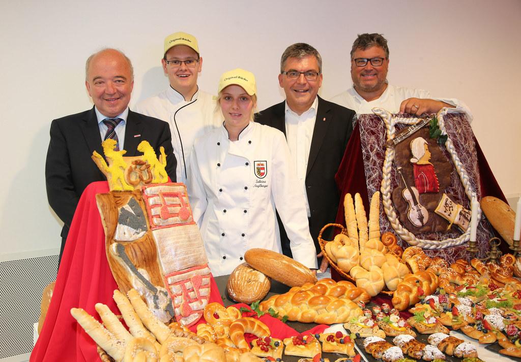 Konrad Steindl Präsident WKS, Simon Fagerer Lehrling, Sabrina Anglberger Lehrlin..