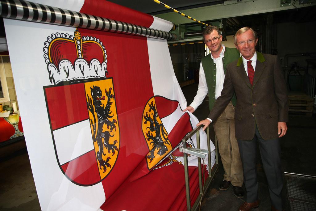 Firmeninhaber Gerald Heerdegen und Landeshauptmann Dr. Wilfried Haslauer