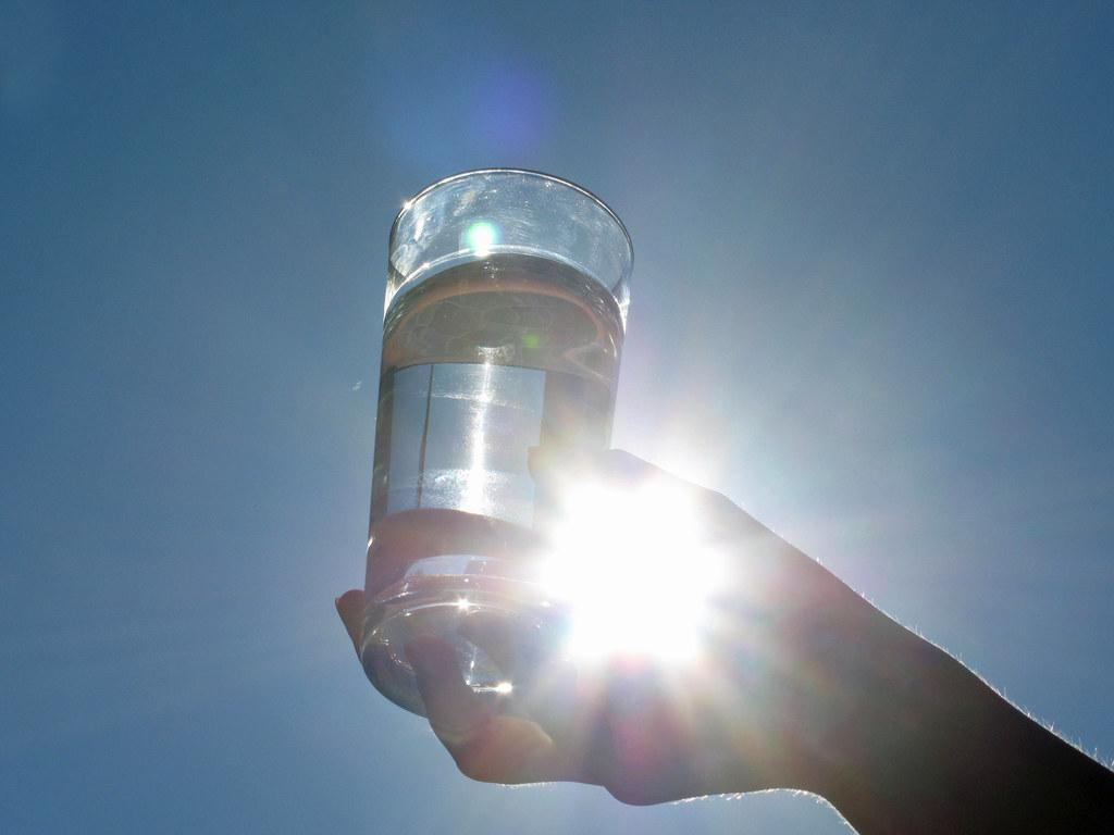 Ausreichendes und regelmäßiges Trinken beugt körperlichen Beschwerden bei Hitze ..