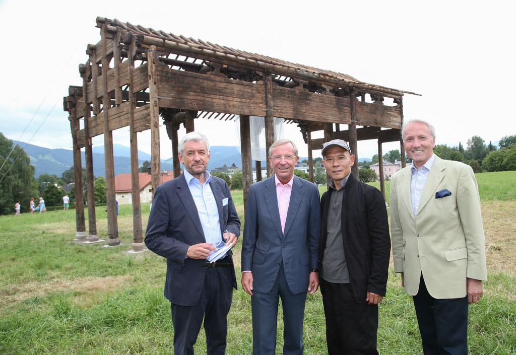 Walter Smerling, Landeshauptmann Dr. Wilfried Haslauer, Künstler Zhang Huan und ..