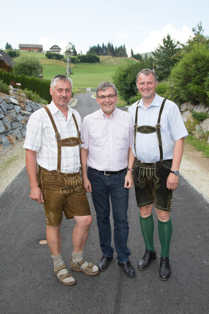 Im Bild v.li.: Obmann Albert Fuchsberger, Landesrat Dr. Josef Schwaiger und Bürg..