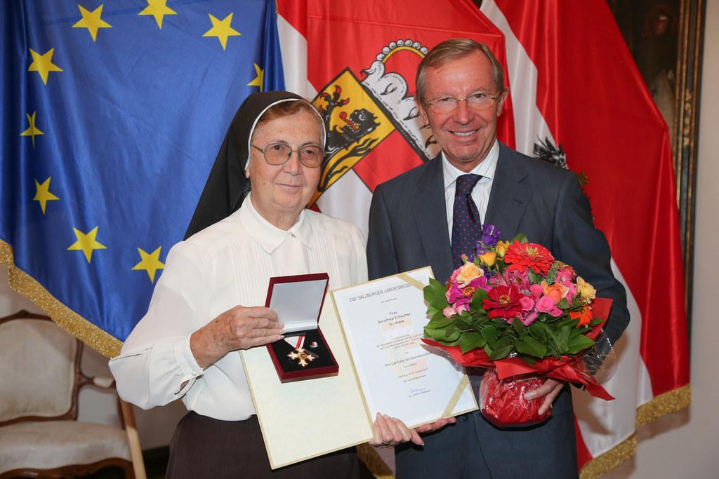 Schwester Klara und Landeshauptmann  Dr. Wilfried Haslauer