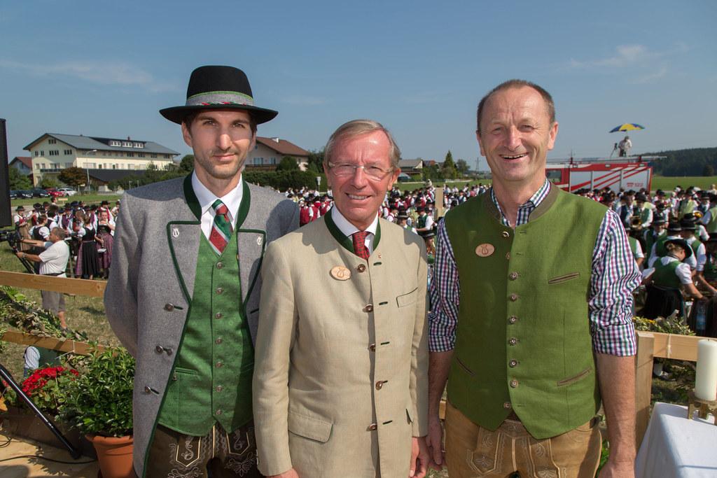 Matthias Hochradl (Obmann TMK St. Georgen), Landeshauptmann Dr. Wilfried Haslaue..