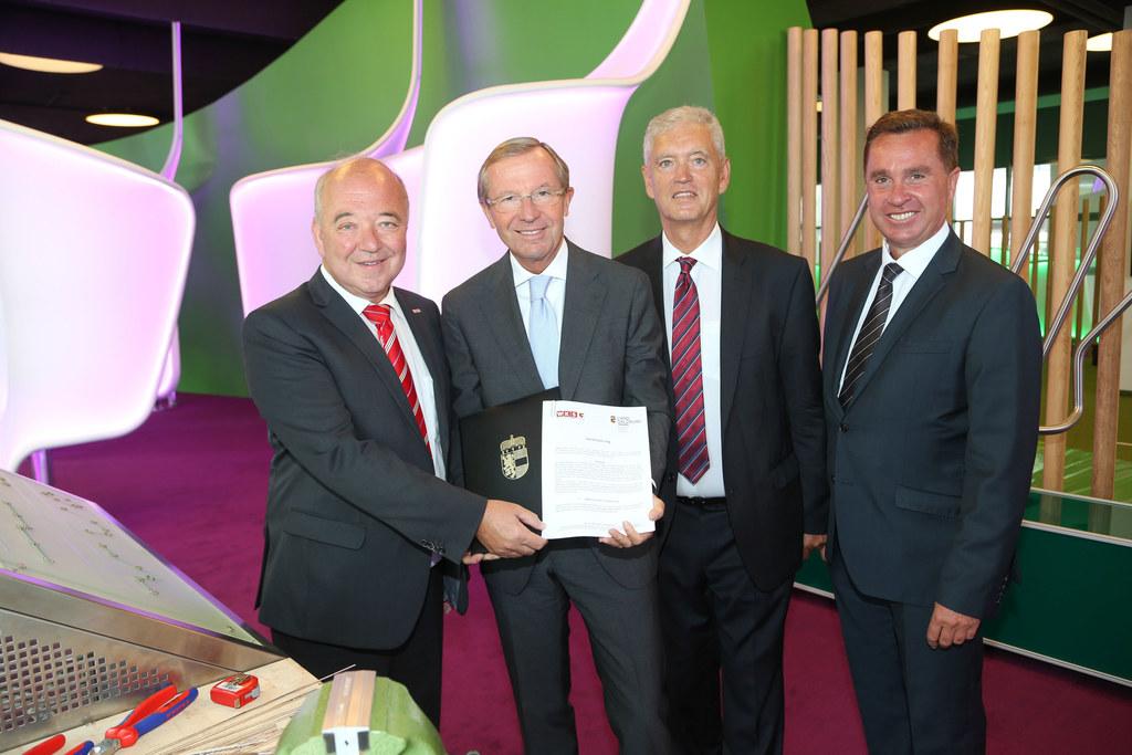 WKS Präsident Konrad Steindl, LH Dr. Wilfried Haslauer, Wirtschaftskammerdirekto..