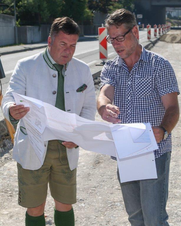 Im Bild v.l. Landesrat Hans Mayr und Bauleiter Martin Quas
