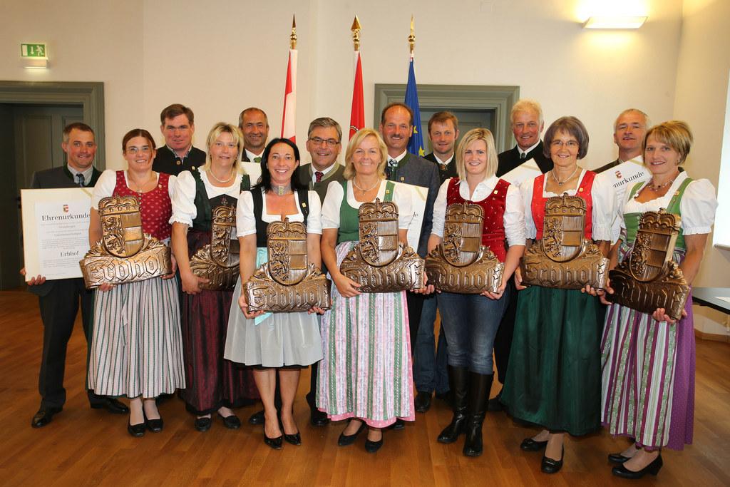 im Bild v. li: Unterhelsenhubgut Fam. Greisberger in Thalgau, Hatzgut Fam. Bogen..