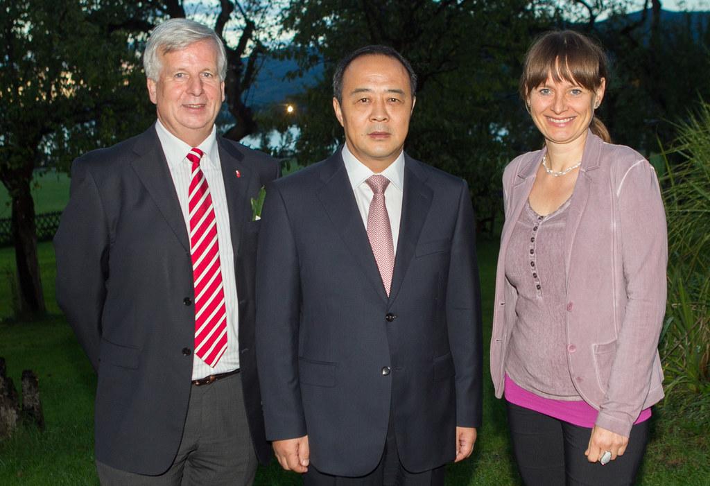 LH-Stv. a.D. Wolfgang Eisl, Vizegouverneur Mao Caofeng und LR Dr. Martina Bertho..