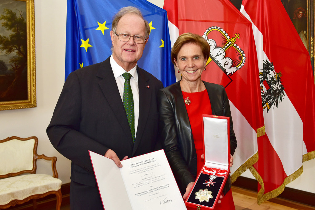 Hofrat Dr. Heinrich Christian Marckhgott und Landtagspräsidentin Dr. Brigitta Pa..