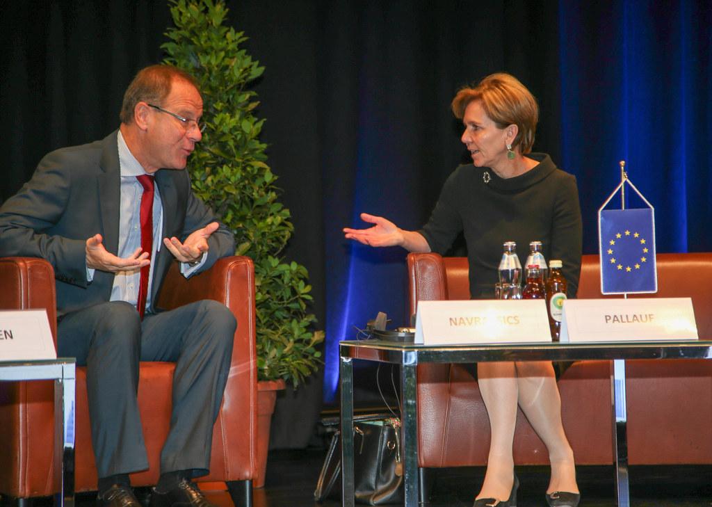Landtagspräsidentin Dr. Brigitta Pallauf und EU Kommissar Tibor Navracscis
