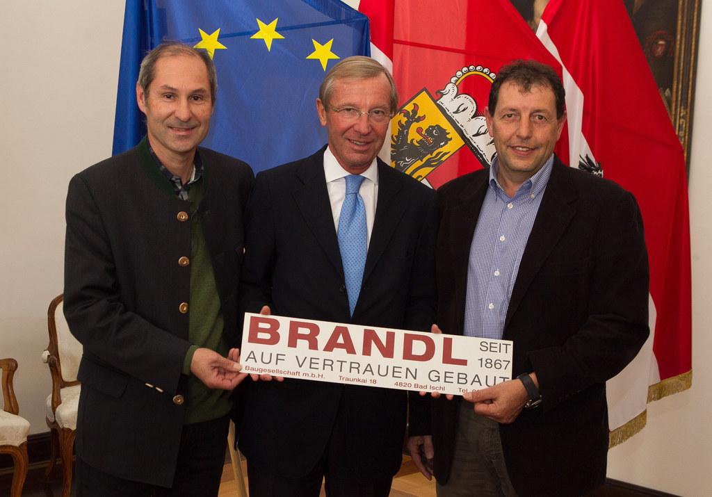 Bernhard Zopf (Brandl Bau), LH Dr. Wilfried Haslauer, Andreas Hemetsberger (Bran..