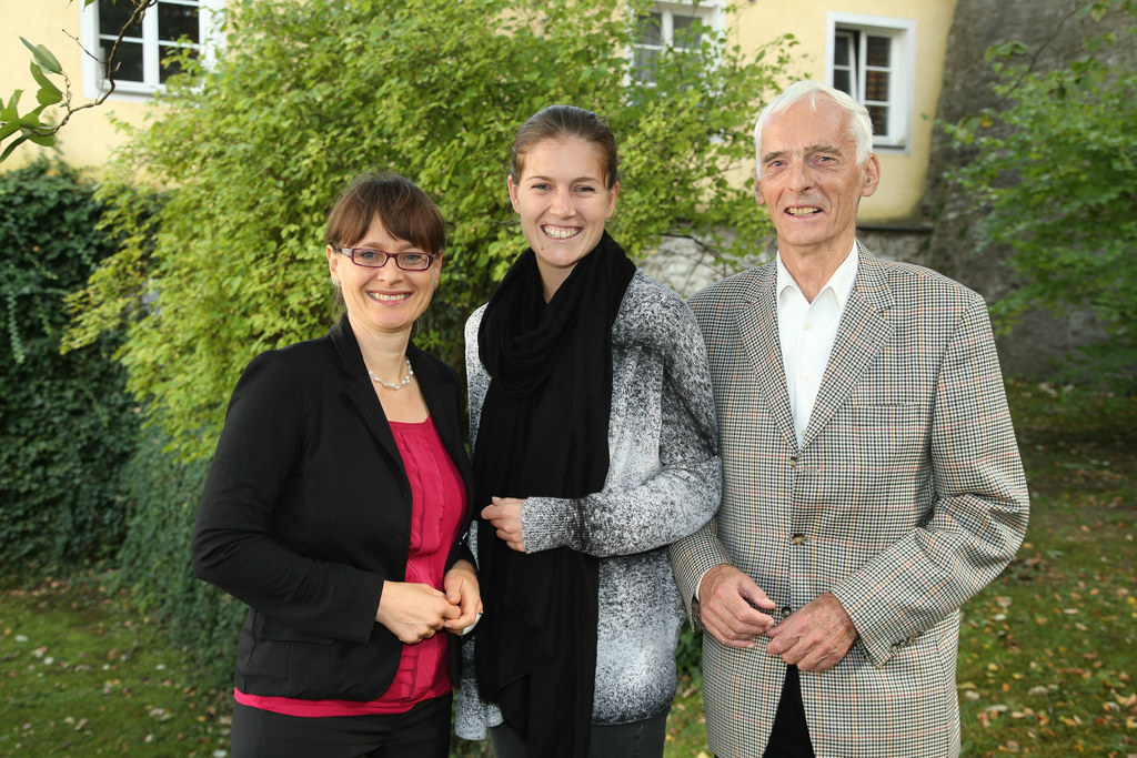 im Bild v. li: LR Mag. Martina Berthold, Mag. Olivia Raffelsberger Landestrainer..