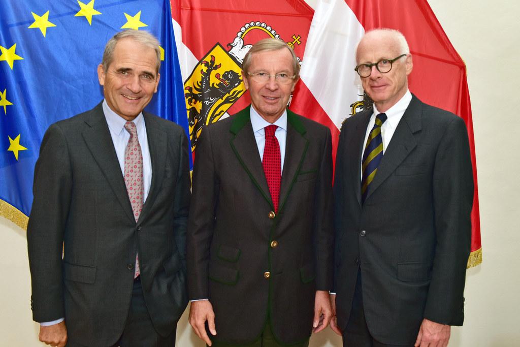 Der Botschafter von Deutschland S.E. Johannes Konrad Haindl wird von Landeshaupt..