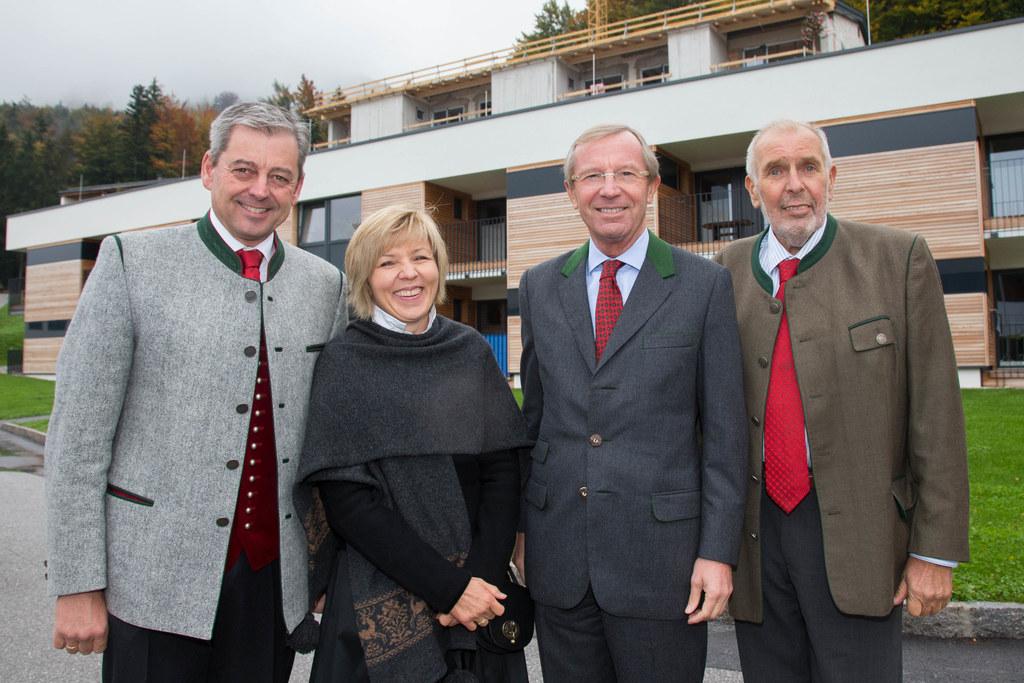 Bgm. Hannes Schweighofer mit Ehefrau, Landeshauptmann Dr. Wilfried Haslauer und ..