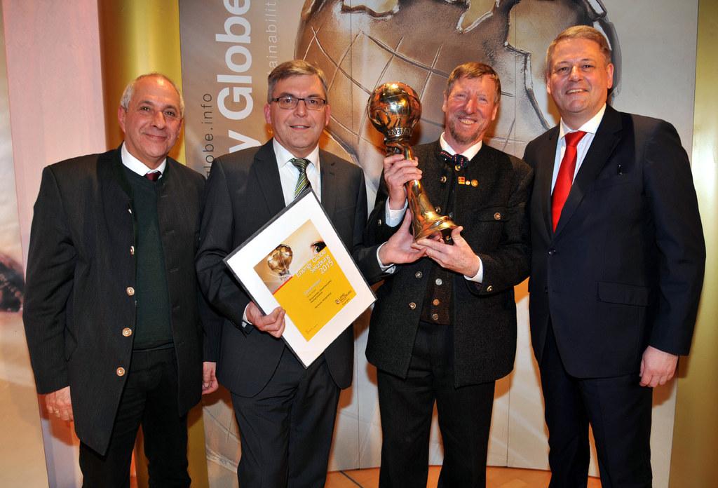 Energy-Globe-Gründer Ing. Wolfgang Neumann, Landesrat Dipl.-Ing. Dr. Josef Schwa..