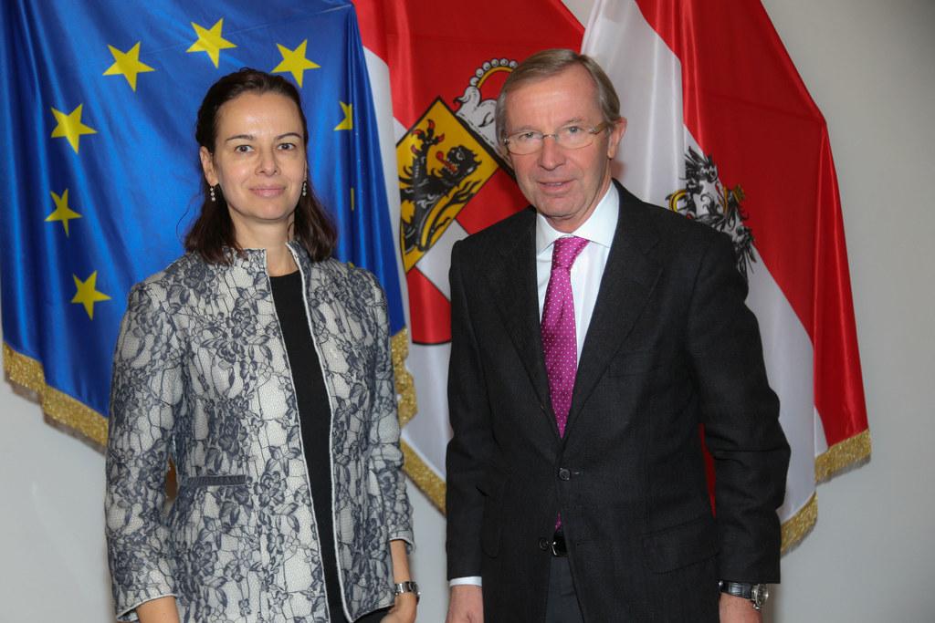 Bundesministerin Dr. Sophie Karmasin und Landeshauptmann Dr. Wilfried Haslauer