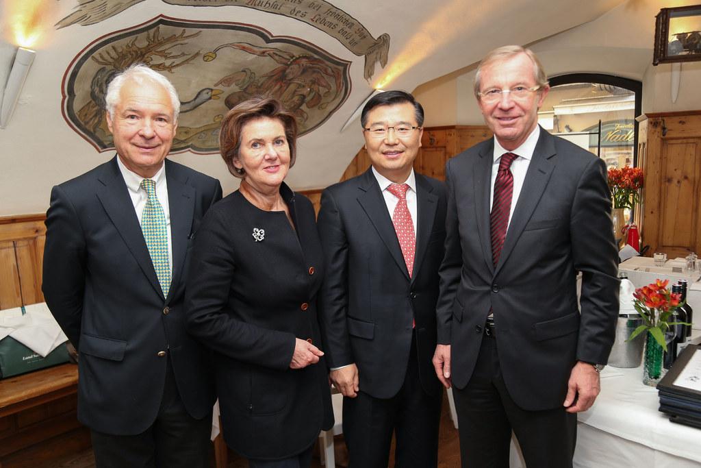 Konsul Dr. Rudolf Aichinger, Festspielpräsidentin Dr. Helga Rabl Stadler, Vizebü..