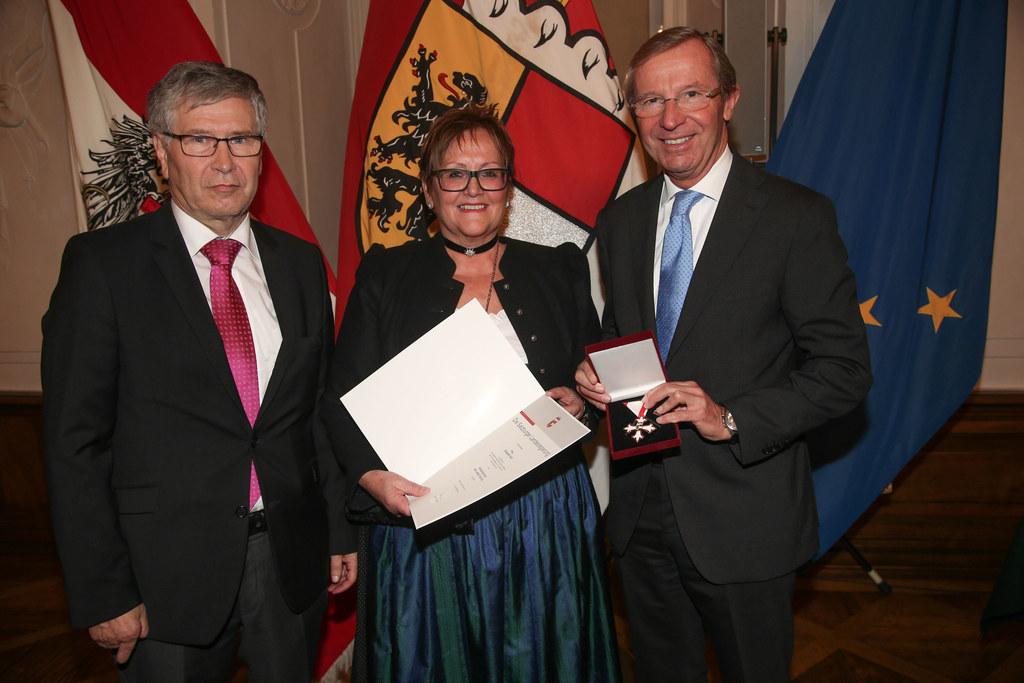 Ehrungsfestakt zur Verleihung von Bundes- und Landesauszeichnungen durch das Lan..