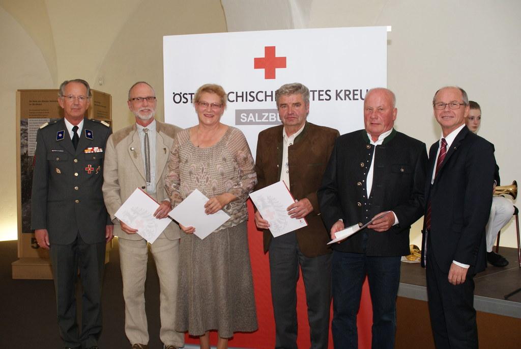 RK-Präsident MedR Dr. Werner Aufmesser, Ludwig Tomesi aus Hallein, Christine Hag..