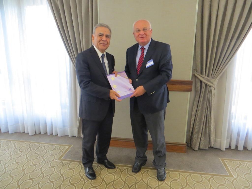Der Oberbürgermeister der türkischen Stadt Izmir, Aziz Kocaoğlu und Dr. Franz Sc..