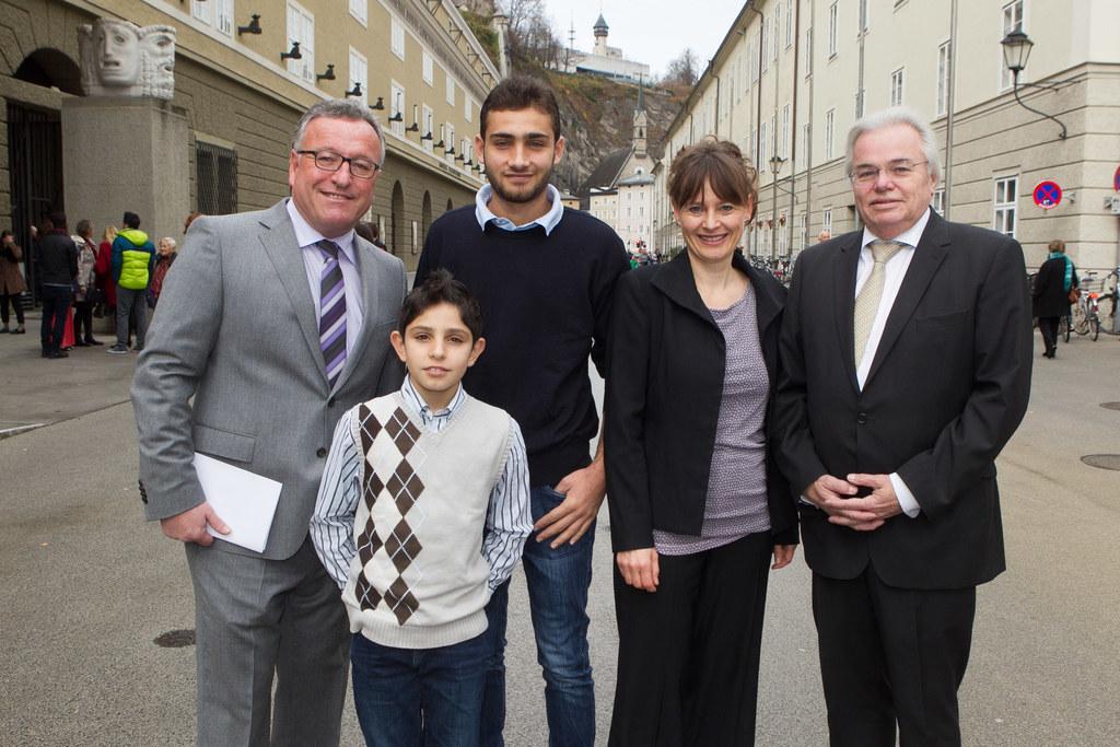 Landesrat Dr. Heinrich Schellhorn, Muhamed Alberah Aljamal mit Bruder Mohamad Al..