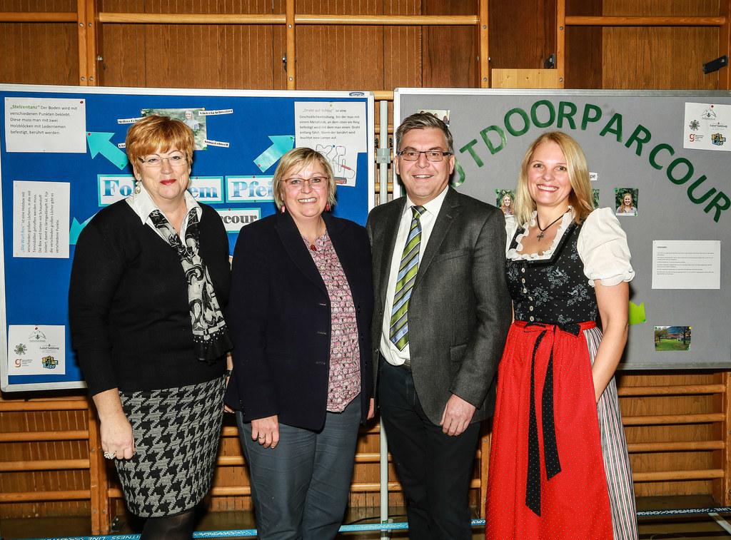 Maria Faistauer (Fachlehrerin), Ulrike Winding (Direktorin HWS Bruck), LR Josef ..