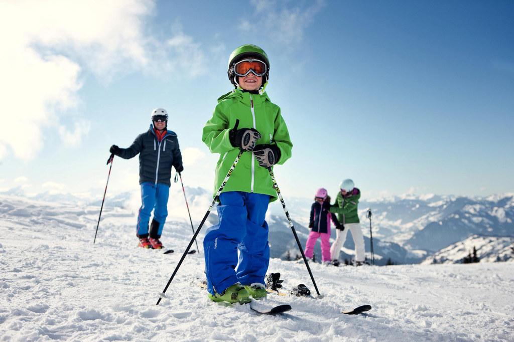 Skivergnügen für die ganze Familie bei den Salzburger Familienskitagen